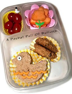 2 more yummy lunches here: http://www.apocketfullofbuttons.com/2012/01/this-weeks-bento-lunches.html