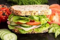 Top 5 egészséges tízórai és uzsonna iskolásoknak Top 5, Salmon Burgers, Sandwiches, Ethnic Recipes, Wraps, Food, Tomato Sandwich, Cereal Bread, Bread Types