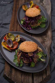 Pulled Beef Burger mit Krautsalat & knusprigen Zwiebeln, Pulled Beef Burger, Pulled Beef, Rindfleisch, Burger, Krautsalat, Knusprige Zwiebeln Pulled Beef, Bbq, Steaks, Meat, Dinner, Food, Coleslaw Salad, Eat Lunch, Food Dinners