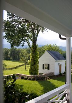 """georgianadesign: """"'Revival' of an 1829 Virginia farm. Mark Finlay photo in Garden & Gun. """" georgianadesign: """"'Revival' of an 1829 Virginia farm. Mark Finlay photo in Garden & Gun."""