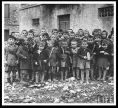 Greek children under the Nazi occupation, 1944 WWII Greek History, World History, World War Ii, Old Photos, Vintage Photos, Religion, Ww2 Pictures, Location, Historical Photos
