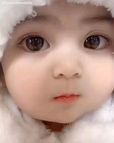 Lovely  face💕💕💕 Cute Funny Baby Videos, Cute Kids Pics, Cute Baby Girl Pictures, Funny Baby Memes, Cute Funny Babies, Cute Little Baby Girl, Little Babies, Cute Asian Babies, Cute Baby Wallpaper