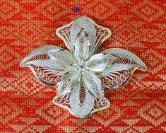 Ezüst brossok (virág forma) indonéz dizájnnal Brooch, Beautiful, Jewelry, Jewellery Making, Jewerly, Jewelery, Jewels, Jewlery, Brooches