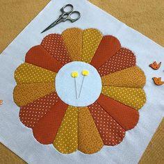 Quilt block 💛🧡💛🧡💛🧡💛 #block #patchwork . . . . . . #quilt #workinprogress #sewing #cotton #creative #photooftheday #hechoamano #beautiful #homemade #sew #original #diy #piorfepatch #instagood #rainbow #ручнаяработа #flowers #handmade #telas #fabric #perfect #thread #love #quilting #gift #l4l #applique #pattern