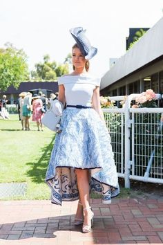 Street style from Melbourne Cup 2015 - Vogue Australia would loove this more if it wasn't such a bit mullet Kentucky Derby Outfit, Kentucky Derby Fashion, Derby Attire, Melbourne Cup Dresses, Melbourne Cup Fashion, Horse Race Outfit, Races Outfit, Ascot Outfits, Derby Outfits