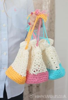 All Grandmothers who know how to crochet, should really make their granddaughters these Lacy purses