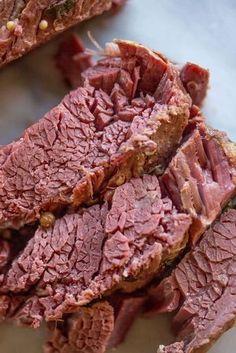 Secret Tricks To Skirt Steak Secret Tricks to Skirt Steak… - Cooking Styles Slow Cooker Corned Beef, Corned Beef Brisket, Corned Beef Recipes, Crock Pot Slow Cooker, Meat Recipes, Slow Cooker Recipes, Crockpot Dishes, Irish Recipes, Crockpot Recipes