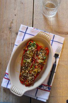 Gevulde puntpaprika met gehakt en groenten - Lekker en Simpel