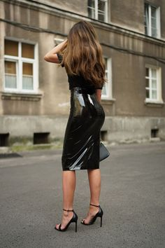 Moye t-shirt, SI-MI latex skirt, Zofia Chylak bag, Saint Laurent heels Latex Fashion, Grey Fashion, Fashion Beauty, Sexy Skirt, Dress Skirt, Sexy Outfits, Fashion Outfits, Latex Skirt, Vinyl Dress