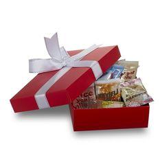 Sevdiklerinize yeni yılda unutulmayacak bir hediye vermek isterseniz Yılbaşı Hediyesi Kahveleri karşınızda. Üzerinde yılbaşı tebriklerinin yer aldığı kahveler Türk kahvesi ve 3'ü bir arada olmak üzere iki farklı çeşide sahiptir.