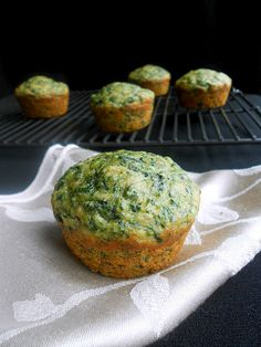 Spinach Banana Muffins - My son hates veggies but he loves these! Next time I& mix in some carrots and zucchini too. Healthy Baking, Healthy Snacks, Healthy Recipes, Healthy Bars, Healthy Dishes, Vegan Dishes, Eat Healthy, Baby Food Recipes, Snack Recipes