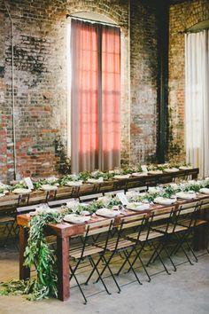 Изысканная простота: свадьба в стиле лофт, сервировка стола - The-wedding.ru