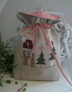 Christmas Gift Bags, Christmas Wrapping, Handmade Christmas, Christmas Stockings, Christmas Diy, Christmas Applique, Christmas Sewing, Christmas Projects, Christmas Crafts