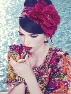 Love this Carmen Miranda look. Havanna Party, Havana Nights Party, Cuban Party, Foto Fashion, Fashion Beauty, High Fashion, Style Ethnique, How To Apply Lipstick, Applying Lipstick