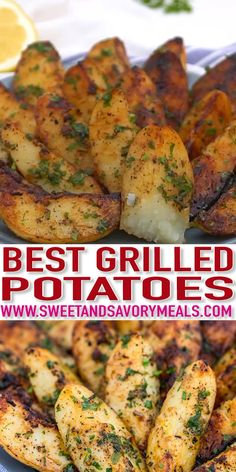 Grilled Potatoes are perfect for all your meaty entrees this summer. Done in less than thirty minutes, you will have perfectly seasoned spuds in no time! day dinner bbq Best Grilled Potatoes Recipe [video] - Sweet and Savory Meals Best Grilled Potatoes Recipe, Grilled Potato Recipes, Meat Recipes, Cooking Recipes, Vegan Grill Recipes, Grilled Potato Packets, Recipes For The Grill, Quick Potato Recipes, Weber Grill Recipes