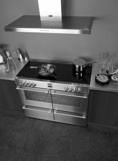 RVS inductie fornuis. Eén van de dingen die fornuizen zo fantastisch maken is het feit dat ze van meerdere ovens voorzien zijn. Dit Sterling 110 fornuis heeft een heteluchtoven, grilloven en sudderoven. Geen gerecht is meer te moeilijk met zo'n fornuis in je keuken. Faber
