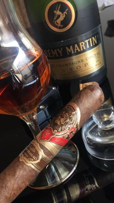 A fine cognac with an expensive cigar is the perfect combination to live a luxury lifestyle. Famous Cigars, Cuban Cigars, Cigar Club, Cigar Bar, Good Cigars, Cigars And Whiskey, Whiskey Girl, Bourbon Whiskey, Scotch