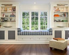 Did you ever hear someone talk ill of a window seat? Because no matter what the style, a window seat adds character to a room and convenient seating. If you regularly have the time, and the peace. Living Room New York, Window Benches, Window Seat Cushions, Window Seats With Storage, Bedroom Benches, Bolster Cushions, Bedroom Seating, Living Room Seating, Bench Cushions