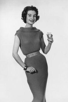 Vintage Photos of Ladies Drinking - New Year's Eve Drinking - Elle Vintage Wine, Vintage Ladies, 1950s Fashion, Vintage Fashion, New Years Eve Drinks, Vintage Birthday, Historical Costume, Vintage Hollywood, Vintage Photos