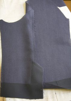 Here's a tutorial on how to sew a two-piece sleeve vent on a lined tailored jacket like this:With this method, the vent is first constructed, the lining is attached, and then the buttons are … Sewing Hacks, Sewing Tutorials, Sewing Crafts, Sewing Patterns, Sewing Tips, Mens Tailored Suits, Tailored Jacket, Couture Sewing Techniques, Tailoring Techniques