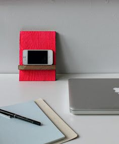 DIY: iPhone stand!