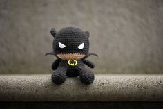 Fat Face Batman Amigurumi - Need this pattern! Crochet Amigurumi, Amigurumi Doll, Amigurumi Patterns, Crochet Dolls, Crochet Patterns, Cute Crochet, Knit Crochet, Crochet Hats, Batman Amigurumi