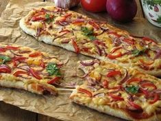 Mega zapiekanki wiejskie Snack Recipes, Healthy Recipes, Polish Recipes, Polish Food, Party Snacks, Tasty Dishes, Vegetable Pizza, Food And Drink, Lunch