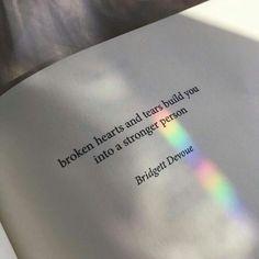 """""""Los corazones rotos y las lágrimas te hacen una persona más fuerte"""""""