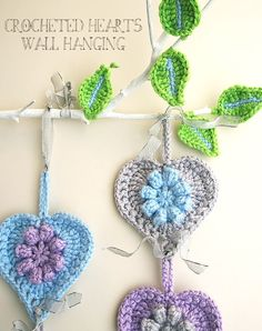 Last minute ♥ⓛⓞⓥⓔ♥... Crocheted hearts flowers wall hanging close up. I love this with the leaves!