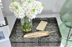 DIY // Duct Tape Snakeskin tray - OMG this is brilliant! 'tray' is a shoebox lid covered with duct tape that looks like snakeskin! Duct Tape Projects, Duct Tape Crafts, Diy Projects, Washi Tape, Duct Tape Clutch, Shoe Box Lids, Home Crafts, Diy Crafts, Duck Tape