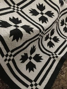 Sale Quilt Bears Paw/Goose Tracks Black and White Queen Size Quilt Murphy Bed Ikea, Murphy Bed Plans, Colchas Quilt, Quilt Blocks, Scrappy Quilts, Quilting Projects, Quilting Designs, Bear Paw Quilt, Modern Murphy Beds