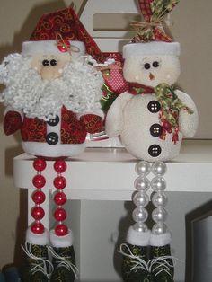 Papail noel e boneco de neve Elf Christmas Decorations, Christmas Craft Projects, Christmas Sewing, Christmas Toilet Paper, Diy Christmas Ornaments, Felt Christmas, Christmas Time, Diy And Crafts, Christmas Wreaths