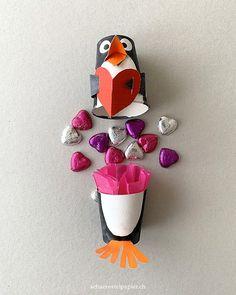schaeresteipapier: Einen süssen Pinguin für den Valentinstag basteln! Treat Holder, B & B, Diy For Kids, Origami, Diy And Crafts, Valentines Day, Lily, Paper, Winter