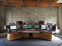 So perfect. Home Studio Setup, Studio Build, Studio Interior, Studio Ideas, Audio Studio, Music Studio Room, Sound Studio, Recording Studio Furniture, Recording Studio Design