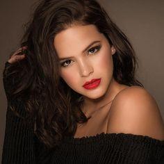 A atriz Bruna Marquezine aparece de batom vermelho e make caprichada | Megamax Top