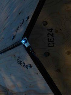 La Cote des Montres : La montre Ikepod Solaris et son Ikedome présentée dans sa « Bucky Ball » par Marc Newson