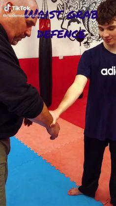 Martial Arts Moves, Self Defense Martial Arts, Martial Arts Workout, Martial Arts Training, Mixed Martial Arts, Fight Techniques, Martial Arts Techniques, Self Defense Techniques, Krav Maga Techniques