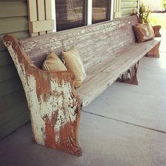 church pew on the front porch. I would LOVE to have a house with a porch long enough to put an old church pew Primitive Homes, Banquettes, Church Pew Bench, Church Pews, Decks And Porches, Front Porches, Front Porch Bench, Decoration Inspiration, Outdoor Living