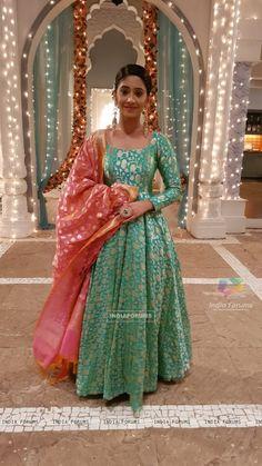 😍 😍 😍 Designer Anarkali Dresses, Pakistani Dresses, Designer Dresses, Indian Wedding Outfits, Indian Outfits, Kurta Designs, Saree Blouse Designs, Frock Patterns, Sari Dress