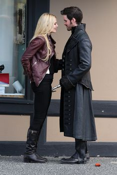 Captain Hook and Emma Get Close in Once Upon a Time Season 4.// Swoon. LOVE THIS PICTURE.