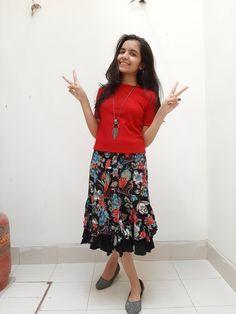 Cute Girl Dresses, Stylish Dresses For Girls, Stylish Girls Photos, Dehati Girl Photo, Girl Photo Poses, Girl Photos, Beautiful Blonde Girl, Beautiful Girl Photo, Indian Dresses For Kids