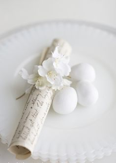 holiday with matthew mead - easter - white easter - an easter dinner blessing is scrolled, embellished with apple blossoms and placed at each setting Easter Dinner, Easter Table, Easter Eggs, Easter Brunch, Easter Colors, White Cottage, Easter Holidays, Shades Of White, Vintage Easter