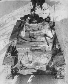 Panzer II F on the Eastern Front drawing horses March 1943 Panzer Ii, Back In The Ussr, Model Tanks, Ww2 Photos, Armored Fighting Vehicle, Ww2 Tanks, Military Photos, Korean War, Time Photo