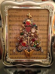 Create a unique piece of framed art from vintage jewelry #VintageJewelry