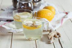 Come preparare una tisana veloce al gusto limone e zenzero.