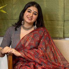 Simple Saree Designs, Simple Sarees, Cotton Saree Designs, Silk Saree Blouse Designs, Navy Blue Saree, Formal Saree, Beautiful Women Over 40, Saree Trends, Saree Models