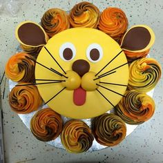 Lion cake with cupcakes
