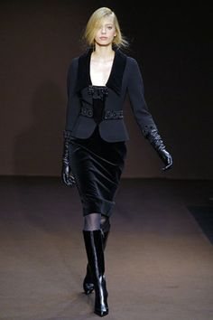 See the complete Andrew Gn Fall 2006 Ready-to-Wear collection.