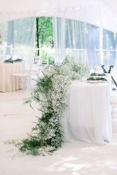Wedding Table Centres, Wedding Reception Design, Wedding Table Flowers, Floral Wedding, Gypsophila Wedding, Sage Green Wedding, Rosa Pink, Wedding Reception Decorations, Bridal Table Decorations