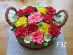 košík s růžemi a kopretinami